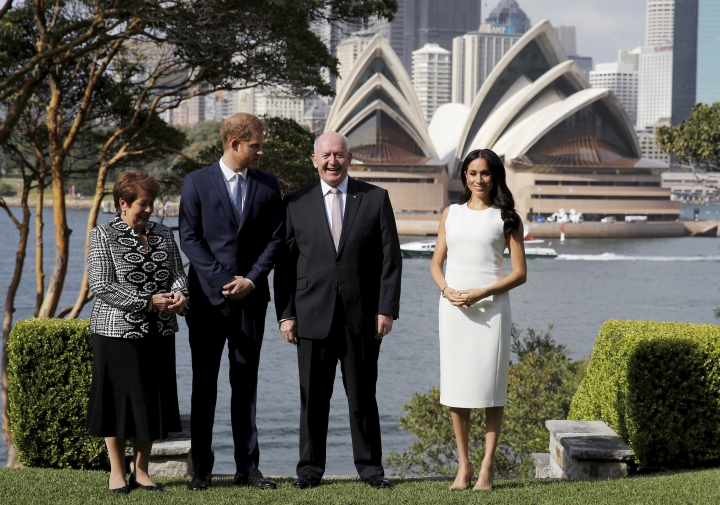 Britain's Prince Harry and Meghan, Duchess of Sussex pose for a photo at Admiralty House with Australia's Governor General Sir Peter Cosgrove and his wife Lady Cosgrove, left, in Sydney, Australia, Tuesday, Oct. 16, 2018. Prince Harry and his wife Meghan are on a 16-day tour of Australia and the South Pacific.(Phil Noble/Pool via AP)