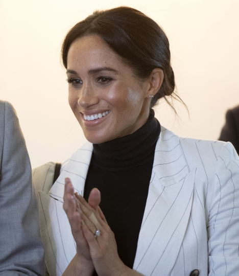 Meghan, Duchess of Sussex, claps as she and her husband Britain's Prince Harry attend a lunchtime reception hosted by Australian Prime Minister Scott Morrison with Invictus Games competitors, their families and friends in Sydney Sunday, Oct. 21, 2018. (Paul Edwards/Pool Photo via AP)