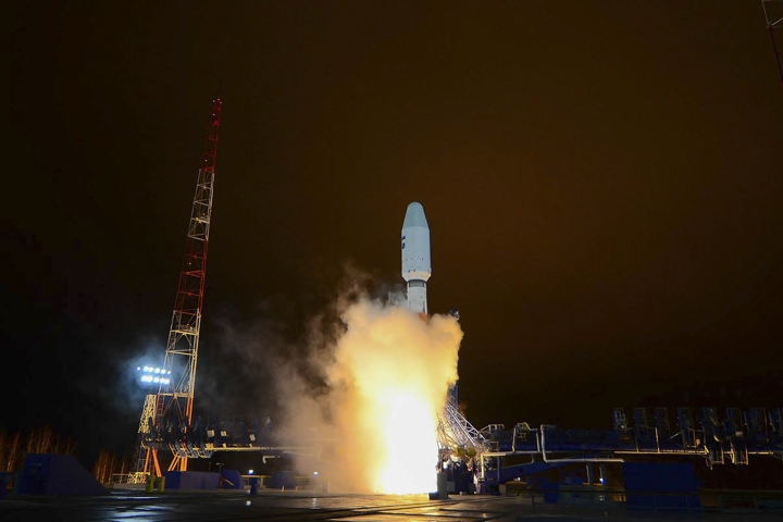 In this photo taken on Thursday, Oct. 25, 2018 and distributed by Roscosmos Space Agency Press Service, a Russian Soyuz-2 booster rocket takes off from the Plesetsk launch facility in northwestern Russia. A Russian Soyuz-2 rocket put a military satellite in orbit on Thursday Oct. 25, 2018, its first successful launch since a similar rocket failed earlier this month to deliver a crew to the International Space Station.(Roscosmos Space Agency Press Service via AP)