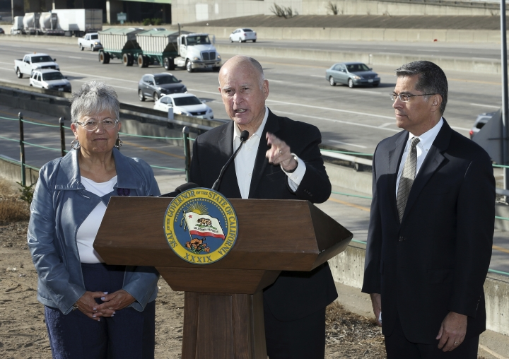 Calif., Governor Jerry Brown, center, blasts a Trump administration plan to freeze vehicle emissions standards, saying it threatens public health and the environment, Friday, Oct. 26, 2018, in Sacramento, Calif. Brown was joined by California Air Resources Board Chairperson Mary Nichols, and Attorney General Xavier Becerra. (AP Photo/Rich Pedroncelli)