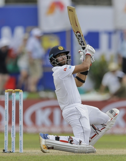 Sri Lanka's Kusal Mendis plays a shot as England's wicketkeeper Ben Foakes watches during the fourth day of the first test cricket match between Sri Lanka and England in Galle, Sri Lanka, Friday, Nov. 9, 2018. (AP Photo/Eranga Jayawardena)