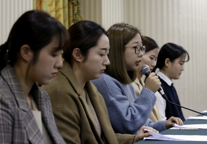 Kim Seon-yeong, center, a member of South Korean Olympic women's curling team, speaks during a press conference in Seoul, South Korea, Thursday, Nov. 15, 2018. South Korea's hugely popular Olympic curlers have accused their coaches of ruining the team with abusive treatment in a dispute that has spoiled one of the year's feel-good sports stories. (AP Photo/Ahn Young-joon)