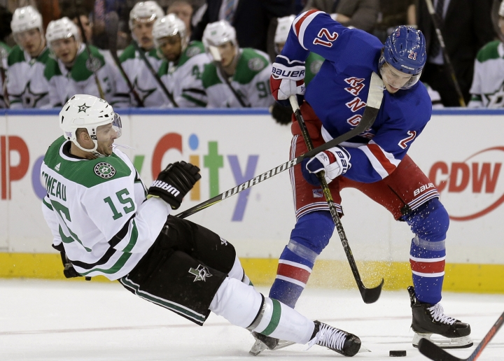 New York Rangers' Brett Howden, right, and Dallas Stars' Blake Comeau compete for the puck during the second period of an NHL hockey game, Monday, Nov. 19, 2018, in New York. (AP Photo/Seth Wenig)