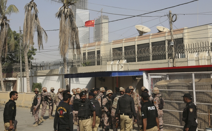 Pakistani security personnel move in the compound of Chinese Consulate in Karachi, Pakistan, Friday, Nov. 23, 2018. Pakistani police say gunmen have stormed the Chinese Consulate in the country's southern port city of Karachi, triggering an intense shootout. (AP Photo/Shakil Adil)