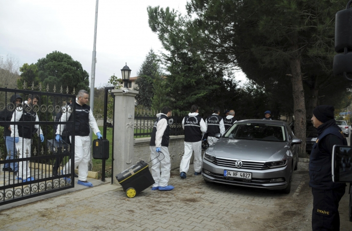 Turkish police arrive to search villas near the town of Termal, in Yalova province in northwest Turkey, Monday, Nov. 26, 2018. Turkish police, aided by sniffer dogs, searched two adjoining villas in northwest Turkey on Monday, as part of an investigation into the killing of Saudi journalist Jamal Khashoggi, officials and news reports said. (DHA via AP)
