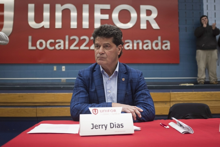 Jerry Dias, president of UNIFOR, the union representing the workers of Oshawa's General Motors car assembly plant, speaks to the workers at the union headquarters, in Oshawa, Ont. on Monday, Nov. 26, 2018. (Eduardo Lima/The Canadian Press via AP)
