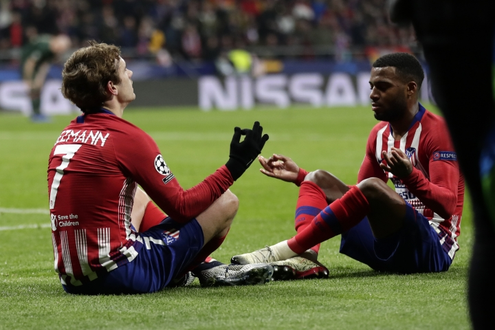 Atletico forward Antoine Griezmann, left, celebrates with his teammate Thomas Lemar after scoring his side's second goal during a Group A Champions League soccer match between Atletico Madrid and Monaco at the Metropolitano stadium in Madrid, Wednesday, Nov. 28, 2018. (AP Photo/Manu Fernandez)