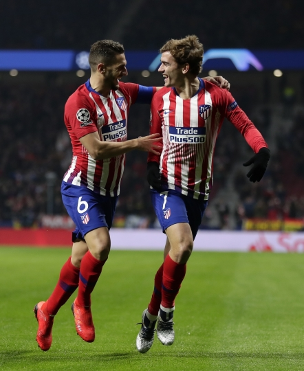 Atletico midfielder Koke, left, and his teammate Antoine Griezmann celebrate the opening goal of their team during a Group A Champions League soccer match between Atletico Madrid and Monaco at the Metropolitano stadium in Madrid, Wednesday, Nov. 28, 2018. (AP Photo/Manu Fernandez)