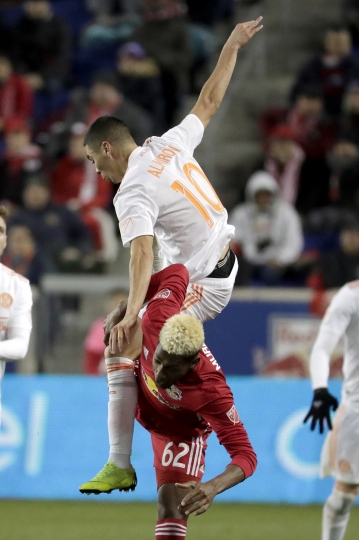 Atlanta United midfielder Miguel Almiron (10) climbs onover New York Red Bulls defender Michael Murillo (62) while competing for the ball during the first half of the second leg of the MLS soccer Eastern Conference championship Thursday, Nov. 29, 2018, in Harrison, N.J. (AP Photo/Julio Cortez)