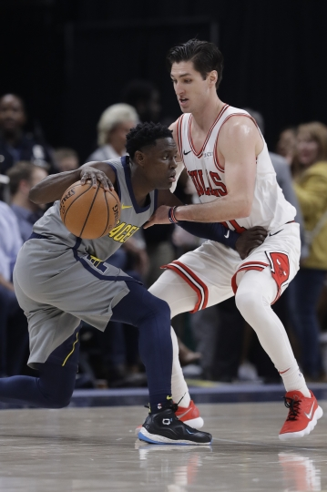 Indiana Pacers' Darren Collison is defended by Chicago Bulls' Ryan Arcidiacono during the second half of an NBA basketball game, Tuesday, Dec. 4, 2018, in Indianapolis. Indiana won 96-90. (AP Photo/Darron Cummings)