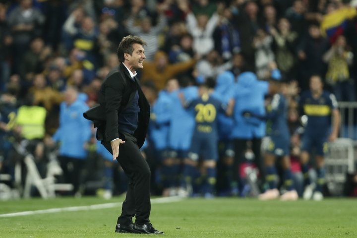 Guillermo Barros Schelotto, coach of Argentina's Boca Juniors, celebrates his side's opening goal, scored by Dario Benedetto, against Argentina's River Plate during the Copa Libertadores final soccer match at the Santiago Bernabeu stadium in Madrid, Spain, Sunday, Dec. 9, 2018. (AP Photo/Manu Fernandez)