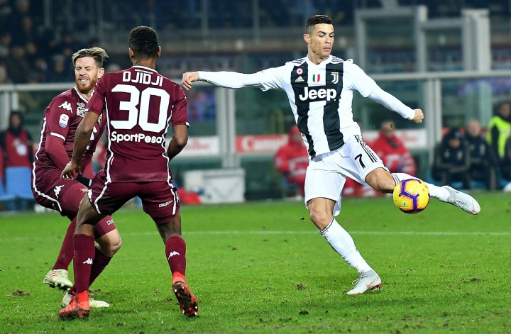 Juventus's Cristiano Ronaldo controls the ball during the Italian Serie A soccer match against Torino FC at the Olimpico stadium in Turin, Italy, Saturday, Dec. 15, 2018 (Alessandro Di Marco/ANSA via AP)