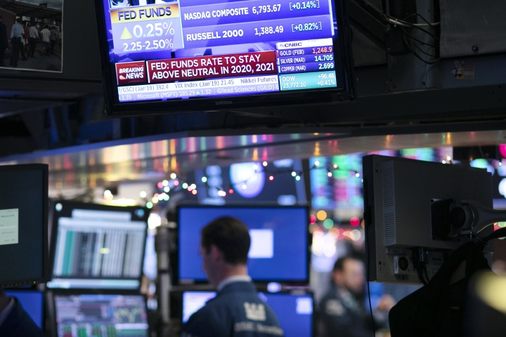 A television screen at the New York Stock Exchange shows that the Federal Reserve Board announced a rate increase, Wednesday, Dec. 19, 2018. (AP Photo/Mark Lennihan)