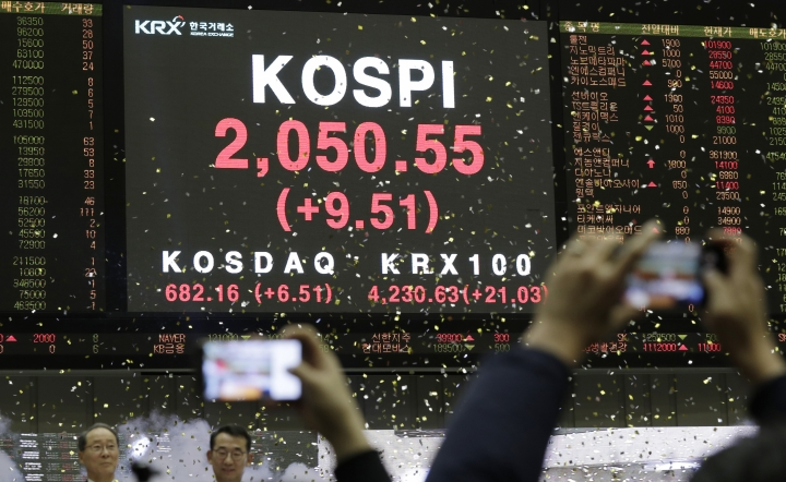 A huge screen shows the Korea Composite Stock Price Index (KOSPI) during the opening of the 2019 trading year at the Korea Exchange in Seoul, South Korea, Wednesday, Jan. 2, 2019. (AP Photo/Lee Jin-man)