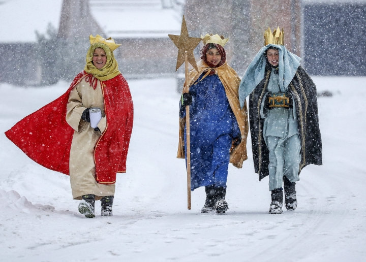 Coral singer in traditional costumes walk through the snow in Eglingen, southern Germany, Saturday, Jan. 5, 2019. (Thomas Warnack/dpa via AP)