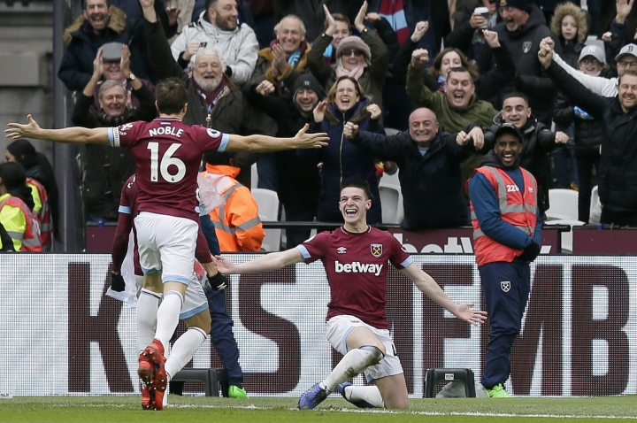 West Ham's Declan Rice, right, celebrates after scoring the opening goal during the English Premier League soccer match between West Ham United and Arsenal at London Stadium in London, Saturday, Jan. 12, 2019. (AP Photo/Tim Ireland)