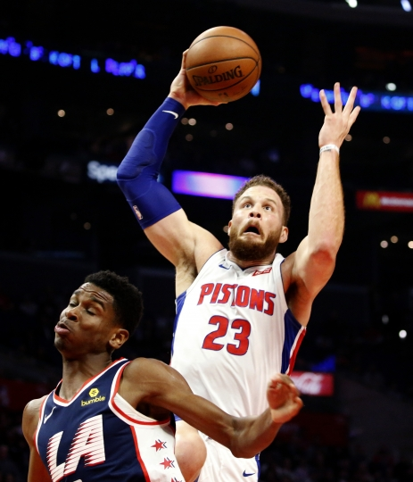Detroit Pistons' Blake Griffin, right, goes to basket against Los Angeles Clippers' Shai Gilgeous-Alexander during the second half of an NBA basketball game Saturday, Jan. 12, 2019, in Los Angeles. (AP Photo/Ringo H.W. Chiu)