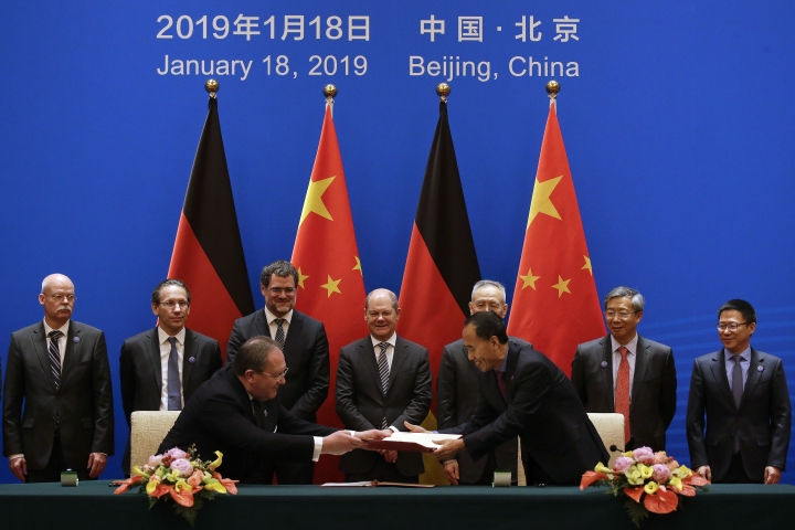 German Finance Minister Olaf Scholz, center, and Chinese Vice Premier Liu He, third right in the back, witness a signing ceremony after the China-Germany High Level Financial Dialogue at the Diaoyutai State Guesthouse in Beijing, Friday, Jan. 18, 2019. (AP Photo/Andy Wong, Pool)