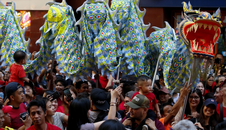 Dragon dance performers snake through the crowd during the celebrations of the Lunar New Year Tuesday, Feb. 5, 2019, in the Chinatown district of Manila, Philippines. This year is the Year of the Earth Pig in the Chinese Lunar calendar and is supposed to represent abundance, diligence and generosity. (AP Photo/Bullit Marquez)