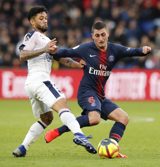 PSG's Marco Verratti, right, and Bordeaux's Otavio challenge for the ball during the French League One soccer match between Paris Saint-Germain and Bordeaux at the Parc des Princes stadium in Paris, Saturday, Feb. 9, 2019. (AP Photo/Christophe Ena)