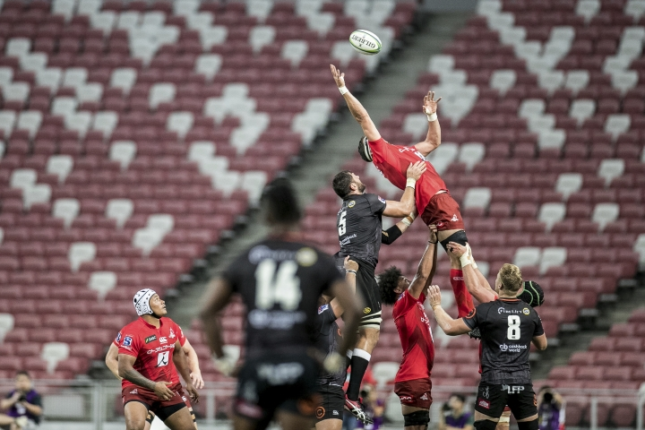 Luke Thompson of the Sunwolves catches a line up throw during the Super Rugby match between the Sunwolves and the Sharks at Singapore National Stadium, in Singapore, Saturday, Feb. 16, 2019. (AP Photo/Danial Hakim)