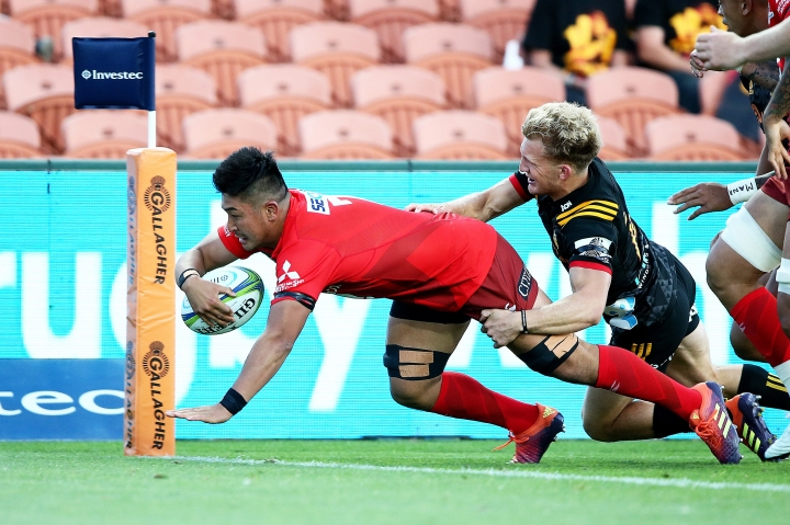 Sunwolves flanker Shuhei Matsuhashi scores the opening try during the Super Rugby match between the Sunwolves and the Chiefs in Hamilton, New Zealand, Saturday, March 2, 2019. (AP Photo/Bruce Lim)