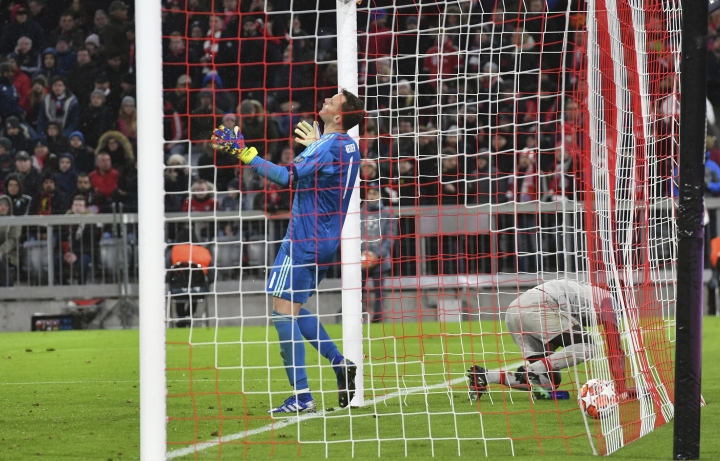 Bayern goalkeeper Manuel Neuer, left, reacts after Liverpool midfielder Sadio Mane, right, scores his side's third goal during the Champions League round of 16 second leg soccer match between Bayern Munich and Liverpool at the Allianz Arena, in Munich, Germany, Wednesday, March 13, 2019. (AP Photo/Kerstin Joensson)