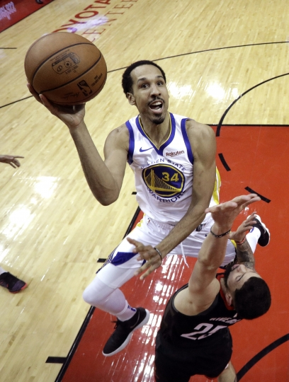 Golden State Warriors' Shaun Livingston (34) shoots as Houston Rockets' Austin Rivers (25) defends during the second half of an NBA basketball game, Wednesday, March 13, 2019, in Houston. The Warriors won 106-104. (AP Photo/David J. Phillip)