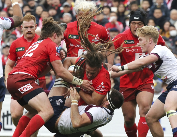 Dan Pryor of Sunwolves, center, holds the ball during their Super Rugby match against Reds in Tokyo, Saturday, March 16, 2019. (AP Photo/Koji Sasahara)