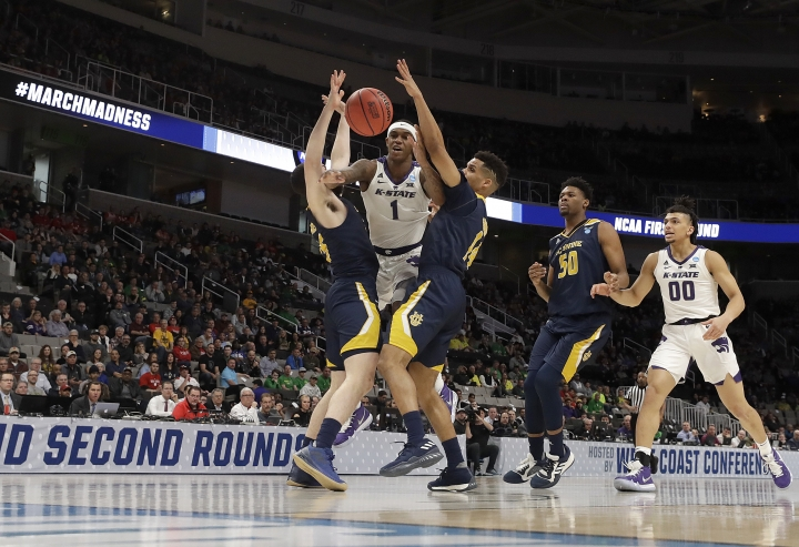 Kansas State guard Shaun Neal-Williams (1) loses the ball between UC Irvine guard Spencer Rivers, left, and guard Evan Leonard during the first half of a first round men's college basketball game in the NCAA Tournament Friday, March 22, 2019, in San Jose, Calif. (AP Photo/Chris Carlson)