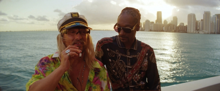 """This image released by Neon shows Matthew McConaughey, left, and Snoop Dogg in a scene from """"The Beach Bum."""" (Neon via AP)"""