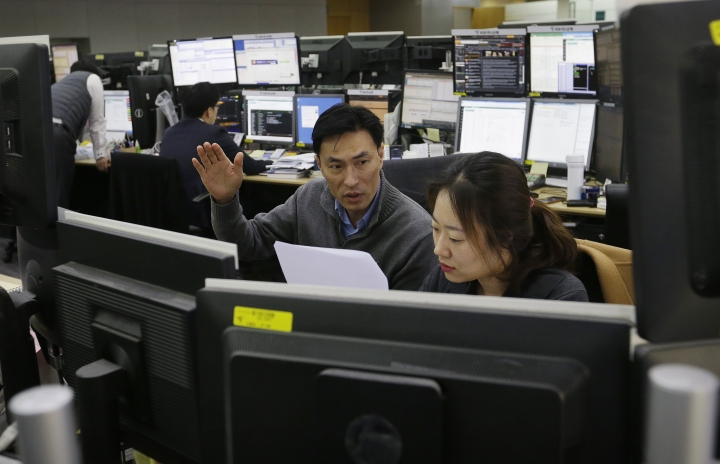 Currency traders work at the foreign exchange dealing room of the KEB Hana Bank headquarters in Seoul, South Korea, Wednesday, April 3, 2019. Asian markets rose on Wednesday ahead of the continuation of trade talks between the U.S. and China in Washington. (AP Photo/Ahn Young-joon)
