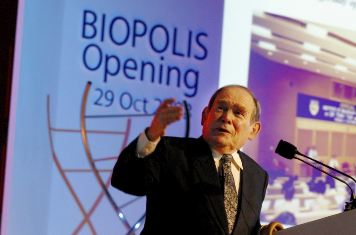 FILE - In this Oct. 29, 2003, file photo, Nobel laureate Dr. Sydney Brenner of the Salk Institute for Biological Studies in San Diego, Calif., gives a lecture at the opening of Biopolis in Singapore. Dr. Brenner, a Nobel Prize-winning biologist who helped decipher the genetic code and whose research on a roundworm laid the groundwork for decades of human disease research, has died. The Salk Institute for Biological Studies in California said Brenner died Friday, April 5, 2019 in Singapore. He was 92. (AP Photo/Wong Maye-e, File)