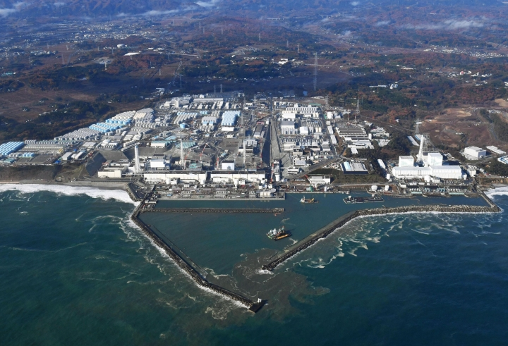 """FILE - This Nov. 22, 2016, aerial file photo shows Fukushima Dai-ichi nuclear power plant in Okuma, Fukushima prefecture, Japan. The World Trade Organization has upheld South Korea's import ban on Japanese seafood from areas affected by the 2011 nuclear disaster in Fukushima. South Korea on Friday, April 12, 2019, welcomed the decision and said it will continue to block all fishery products from Fukushima and seven neighboring prefectures to ensure """"only foods that are confirmed as safe are put on the table.""""(Kyodo News via AP, File)"""
