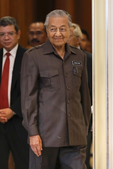 Malaysian Prime Minister Mahathir Mohamad arrives for a press conference in Putrajaya, Malaysia, Monday, April 15, 2019. Malaysia's government decided to resume a China-backed rail link project, after the Chinese contractor agreed to cut the construction cost by one-third. (AP Photo/Vincent Thian)