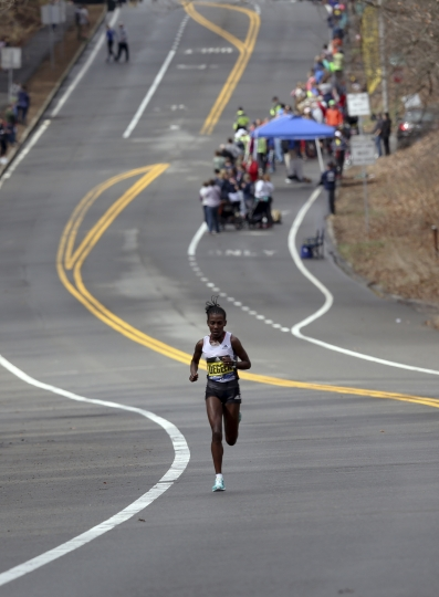 Worknesh Degefa, of Ethiopia, runs the course in the women's division of the 123rd Boston Marathon on Monday, April 15, 2019, in Wellesley, Mass. (AP Photo/Jennifer McDermott)