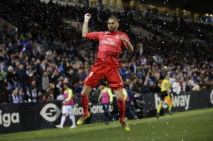 Real Madrid's Karim Benzema celebrates after scoring against Leganes during a Spanish La Liga soccer match in Leganes, outskirts Madrid, Spain, Monday, April 15, 2019. (AP Photo/Bernat Armangue)