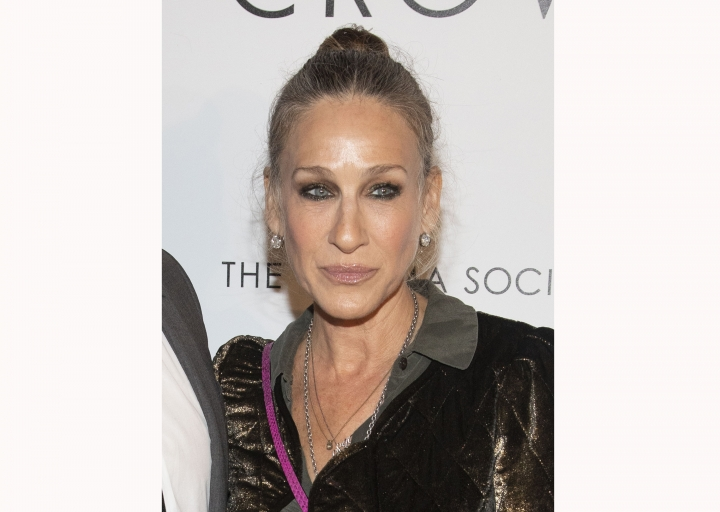 "FILE - This April 22, 2019 file photo shows actress Sarah Jessica Parker at a special screening of ""The White Crow"" in New York. Parker and a British jeweler have settled a breach-of-contract lawsuit against the actress. Kat Florence Design sued Parker, arguing that she had agreed to promote a collaborative jewelry line of diamonds and other gems for a fee of $7.5 million but failed to live up to the obligation. (Photo by Andy Kropa/Invision/AP, File)"