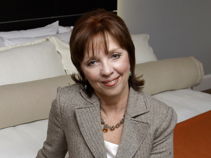 """FILE - This Feb. 13, 2009 file photo shows novelist Nora Roberts posing for a portrait in Boonsboro, Md. Roberts is suing a Brazilian writer for copyright infringement, alleging that Cristiane Serruya has committed """"multi-plagiarism."""" In papers filed Wednesday, April 24, 2019, in Rio de Janeiro, Roberts alleged that Serruya's books showed an extraordinary level of verbatim lifting and close paraphrasing. Roberts would donate any damages from the suit to a non-profit literacy program in Brazil. (AP Photo/Rob Carr, File)"""