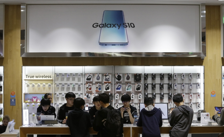 Middle school students try out Samsung Electronics' Galaxy Taps at its shop in Seoul, South Korea, Tuesday, April 30, 2019. Samsung Electronics Co. says its operating profit for the last quarter declined more than 60% from a year earlier because of falling chip prices and sluggish demands for its display panels. (AP Photo/Ahn Young-joon)