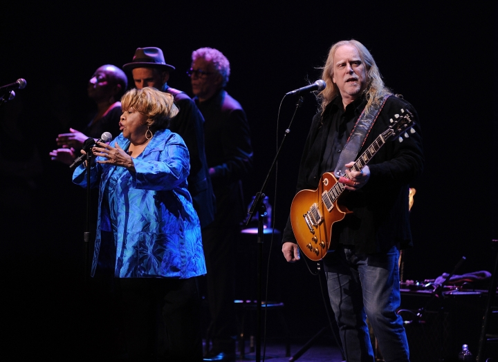 """Singer Mavis Staples, left, and Warren Haynes perform at the Apollo Theater to celebrate the release of her new album """"We Get By,"""" on Thursday, May 9, 2019, in New York. (Photo by Brad Barket/Invision/AP)"""