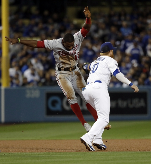 Washington Nationals' Victor Robles, left, is tagged out by Los Angeles Dodgers third baseman Justin Turner during a rundown between second and third during the third inning of a baseball game Thursday, May 9, 2019, in Los Angeles. (AP Photo/Marcio Jose Sanchez)