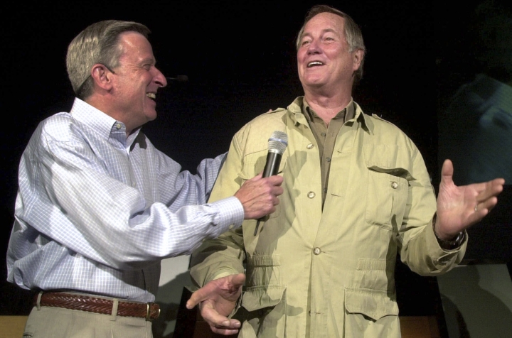 "FILE - In this Aug. 28, 2001, file photo, Mutual of Omaha's John Hildenbiddle, left, talks with former nature television show ""Wild Kingdom"" co-host Jim Fowler in Omaha, Neb. Fowler died Wednesday, May 8, 2019, at his home in Norwalk, Conn. He was 89. (AP Photo/Dave Weaver, File)"