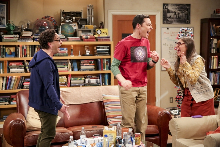 "This photo provided by CBS shows Johnny Galecki, from left, Jim Parsons and Mayim Bialik in a scene from the series finale of ""The Big Bang Theory,"" Thursday, May 16, 2019, airing 8:30 - 9:00 p.m., ET/PT, on the CBS Television Network. (Michael Yarish/CBS/Warner Bros. Entertainment Inc. via AP)"