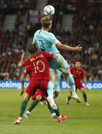 Netherlands' Matthijs de Ligt keeps above Portugal's Bernardo Silva to head the ball during the UEFA Nations League final soccer match between Portugal and Netherlands at the Dragao stadium in Porto, Portugal, Sunday, June 9, 2019. (AP Photo/Armando Franca)