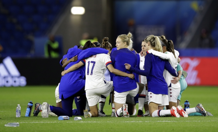 United States players embrace following their team's 2-0 win over Sweden in the Women's World Cup Group F soccer match at Stade Océane, in Le Havre, France, Thursday, June 20, 2019. (AP Photo/Alessandra Tarantino)