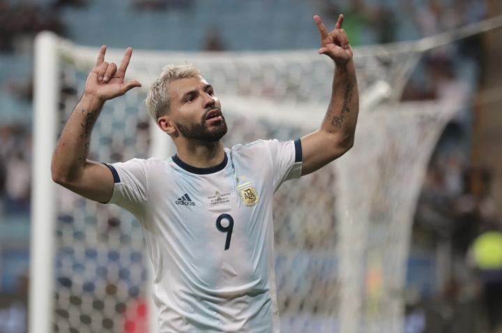 Argentina's Sergio Aguero celebrates after scoring his side's second goal against Qatar during a Copa America Group B soccer match at Arena do Gremio in Porto Alegre, Brazil, Sunday, June 23, 2019. (AP Photo/Silvia Izquierdo)
