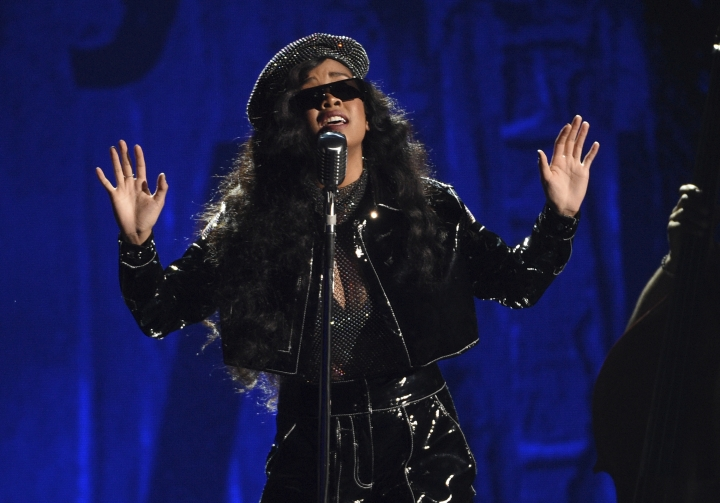 "H.E.R. performs ""Lord Is Coming"" at the BET Awards on Sunday, June 23, 2019, at the Microsoft Theater in Los Angeles. (Photo by Chris Pizzello/Invision/AP)"