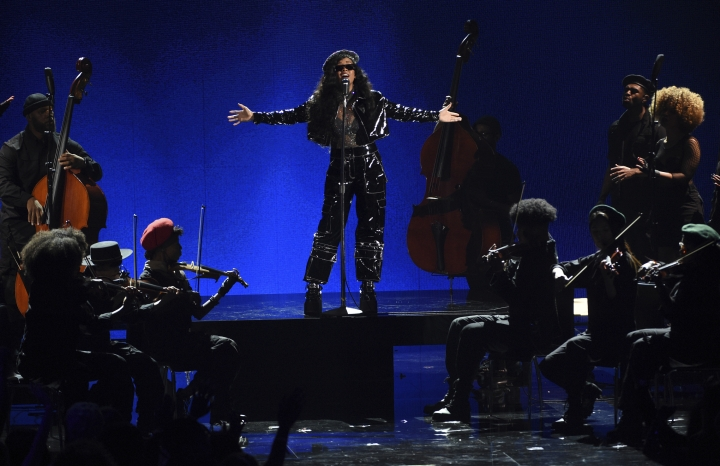 """H.E.R. performs """"Lord Is Coming"""" at the BET Awards on Sunday, June 23, 2019, at the Microsoft Theater in Los Angeles. (Photo by Chris Pizzello/Invision/AP)"""