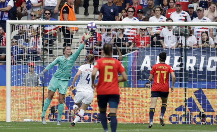 United States goalkeeper Alyssa Naeher, left, fails to stop a goal shot by Spain's Jennifer Hermosoduring the Women's World Cup round of 16 soccer match between Spain and US at the Stade Auguste-Delaune in Reims, France, Monday, June 24, 2019. (AP Photo/Alessandra Tarantino)